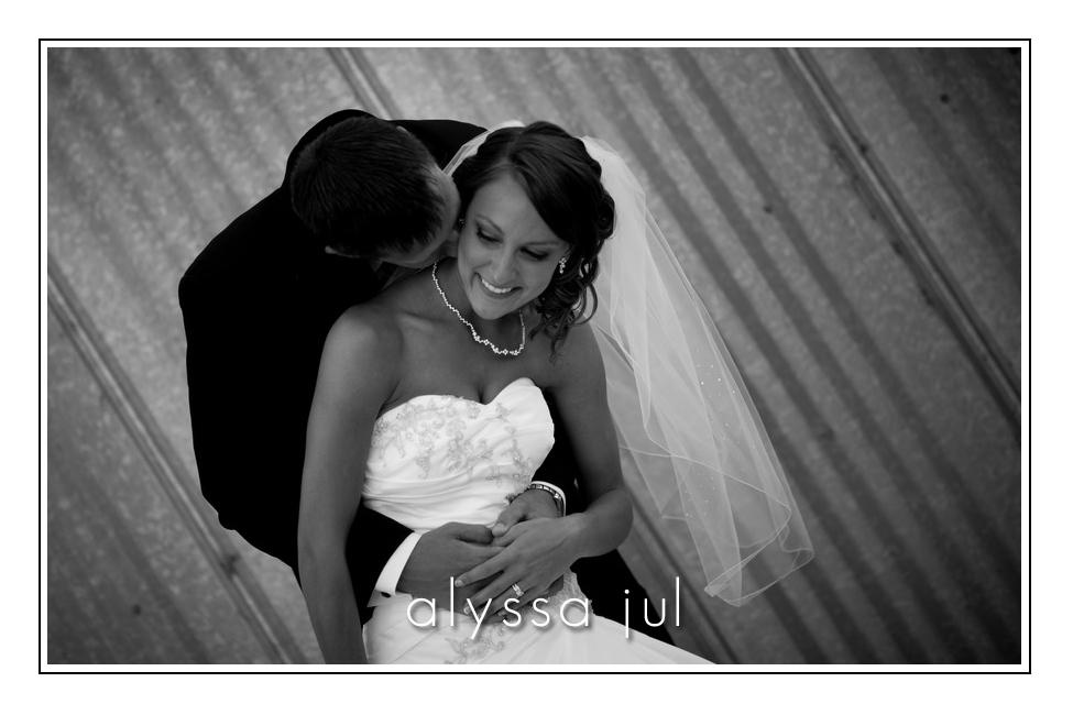 kissing-bride1