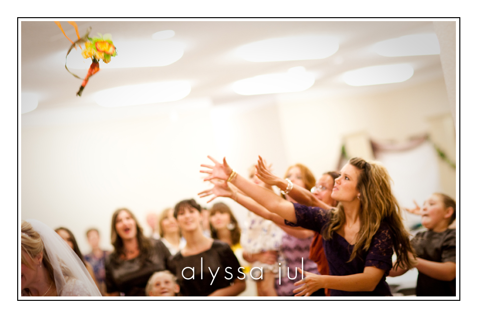 sheridan-mcminnville-linfield-wedding-photography-bouquet-toss